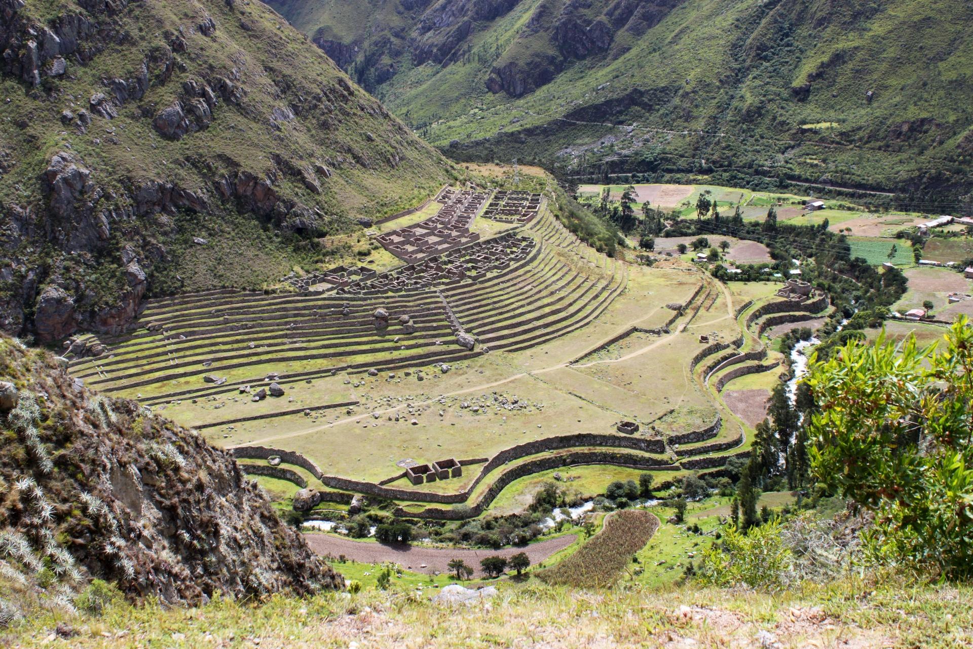 © ruines incas sur le chemin
